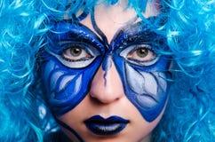 De gezichtsverf van vrouw met vlinder royalty-vrije stock foto