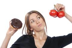 De gezonde het eten tomaten van de de vrouwendoughnut van het voedselconcept Stock Afbeeldingen