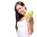 De gezonde levensstijl - Mooie, natuurlijke vrouw houdt een appel twee Royalty-vrije Stock Foto's