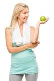 De gezonde rijpe groene die appel van de vrouwenoefening op witte rug wordt geïsoleerd Royalty-vrije Stock Fotografie