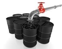 De gietende olie van de pijp in zwarte vaten Royalty-vrije Stock Foto