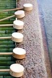 De Gietlepels van het water bij het reinigingspaviljoen Stock Foto's