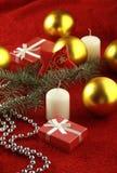 De gift en de kaars van Kerstmis Stock Foto's