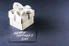 De gift en de kaart van de moedersdag Stock Foto's