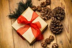 De gift en de ornamenten van Kerstmis Stock Foto