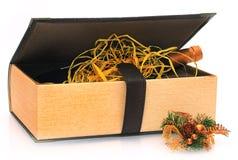 De giftboek van Kerstmis met een binnen fles wijn Stock Afbeeldingen