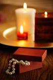 De giftdoos en kaarsen van Jewelery royalty-vrije stock afbeeldingen