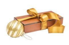 De giftdoos van Kerstmis met Kerstmisbal Royalty-vrije Stock Foto
