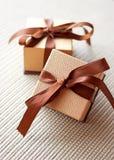 De giftdozen van de luxe met lint en boog Royalty-vrije Stock Afbeeldingen