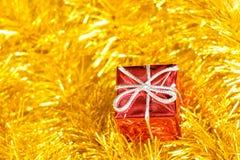 De giften en de slinger van de Kerstmisdecoratie Royalty-vrije Stock Afbeelding