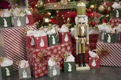 De Giften van de Kerstmisvakantie en stelt met Sneeuwmannen en een Nutcrack voor Stock Afbeeldingen