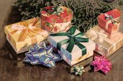 De Giften van Kerstmis onder Boom De illustratie van de vakantie Royalty-vrije Stock Foto