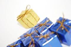 De giftendecoratie van Kerstmis met witte exemplaarruimte Royalty-vrije Stock Afbeelding