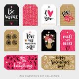 De giftmarkeringen en kaarten van de valentijnskaartendag Kalligrafiehand getrokken ontwerp Stock Foto's