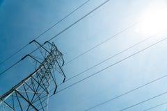 De gigantische Toren van de Celtelefoon bij Hoek op Sunny Day Royalty-vrije Stock Fotografie