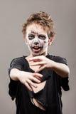 De gillende lopende dode jongen van het zombiekind Stock Fotografie