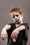 De gillende lopende dode jongen van het zombiekind Royalty-vrije Stock Fotografie