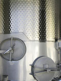 De gistingstank van het staal voor wijn. Stock Afbeeldingen