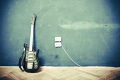 De gitaar van Grunge Stock Afbeeldingen