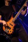 De gitarist van de rots stock fotografie