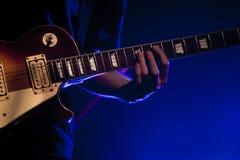 De gitarist van de rots Stock Afbeeldingen