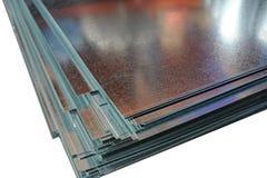 De glanzende hoek van metaalbladen stock foto