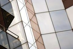 De glasbouw, de moderne makelaardij van de stad stock afbeelding