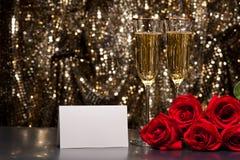 De glazen en de rozen van Champagne Stock Foto's
