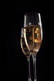 De glazen van Champage op zwarte achtergrond Royalty-vrije Stock Foto