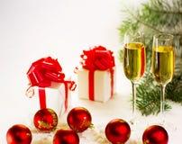 De glazen van Champagne klaar om in het Nieuwjaar te brengen Royalty-vrije Stock Foto