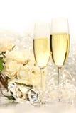 De glazen van Champagne klaar voor huwelijksfestiviteiten Stock Afbeelding