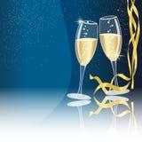 De glazen van Champagne op blauw - nieuw jaarconcept Stock Foto