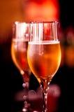 De glazen van de aantrekkingskracht met champagne Royalty-vrije Stock Foto