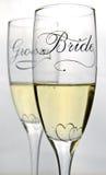De glazen van de bruid en van de bruidegom Royalty-vrije Stock Afbeeldingen
