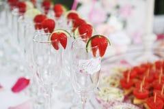 De glazen van de huwelijkschampagne Stock Fotografie