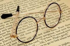 De Glazen van de lezing stock afbeeldingen