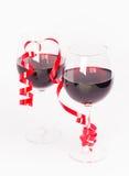 De glazen van de rode wijnvalentijnskaart Royalty-vrije Stock Foto's