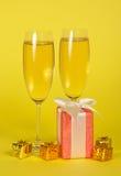 De glazen van de wijn met champagne stock foto