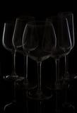 De glazen van de wijn op zwarte Stock Fotografie