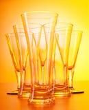 De glazen van de wijn tegen gradiënt Stock Afbeeldingen