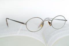 De glazen van het boek en van de lezing Royalty-vrije Stock Fotografie