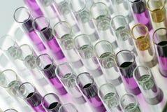 De glazen van het Colorfulllaboratorium ftom de bovenkant Stock Foto's
