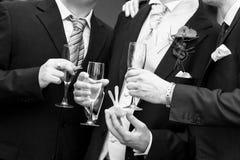 De glazen van het huwelijk met champagne Stock Afbeelding