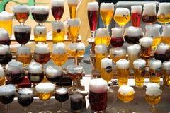 De glazen van het kaarsbier Stock Afbeeldingen