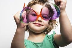 De glazen van het meisje wih Stock Afbeelding