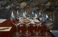 De glazen van de wijn die op wijn het proeven worden voorbereid Royalty-vrije Stock Fotografie