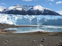 De gletsjer van Moreno van Perito van kust stock afbeeldingen