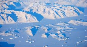 De gletsjers en de bergen van Groenland, mening van een vliegtuig stock afbeeldingen