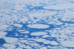 De gletsjers en de bergen van Groenland, mening van een vliegtuig royalty-vrije stock afbeeldingen