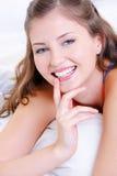 De glimlach van de schoonheid van jong vers gelukkig meisje royalty-vrije stock afbeeldingen